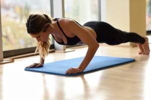 indoors-strength-sport-body-bodybuilder_1139-722
